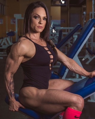 Female Muscle in Love